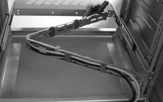 Kabelgelenkträger für eine knickfreie, definierte Kabelführung.