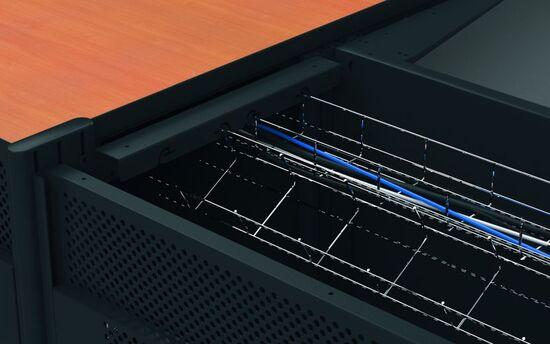 Getrennte Kabelführung für Daten- und Netzleitungen möglich