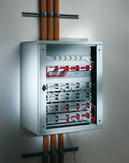Das Conact Wandgehäuse bietet die ideale Voraussetzung für die Netzwerkverteilung.
