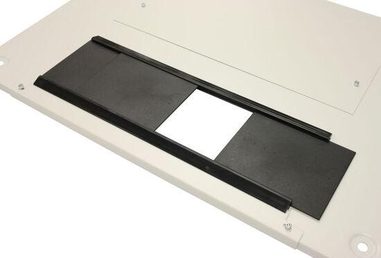 Deckel mit Schiebeplatten zur Kabeleinführung